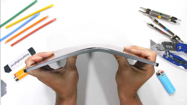 L'iPad Pro alimenté par M1 d'Apple gère assez bien les brûlures, les rayures et la flexion