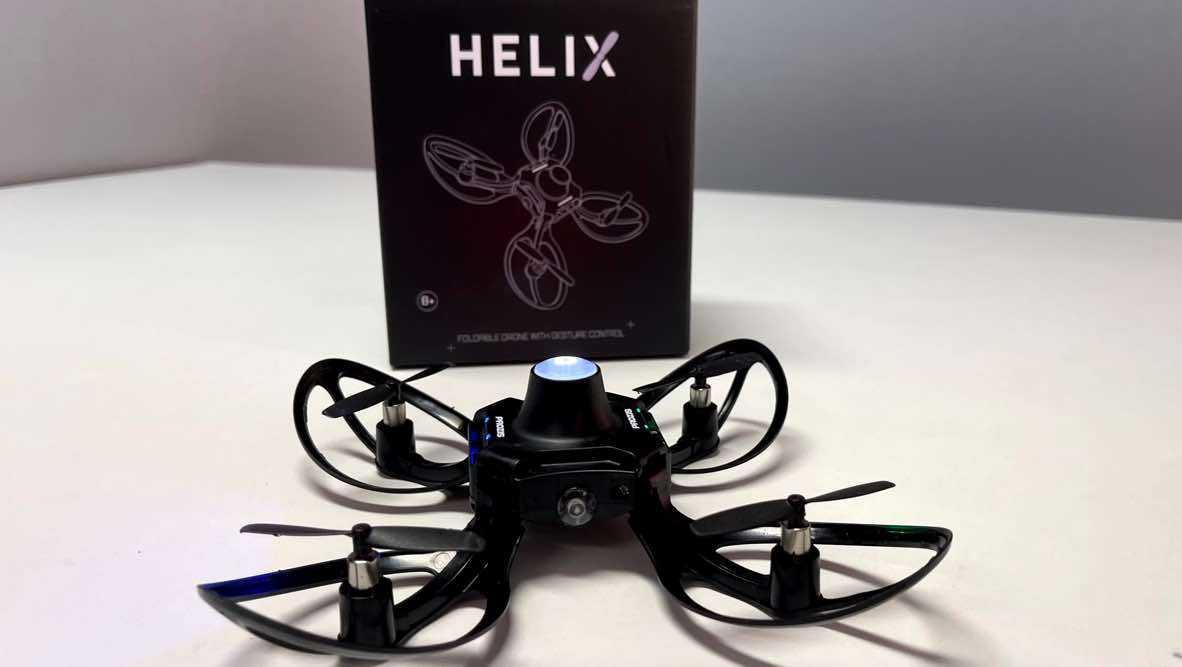 Helix : Le petit drone qui se contrôle par des gestes de la main