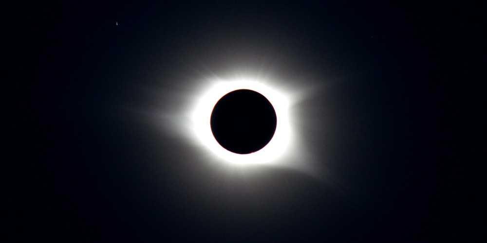 """Voyez comment s'est déroulée l'éclipse solaire du """"cercle de feu"""" ce matin"""