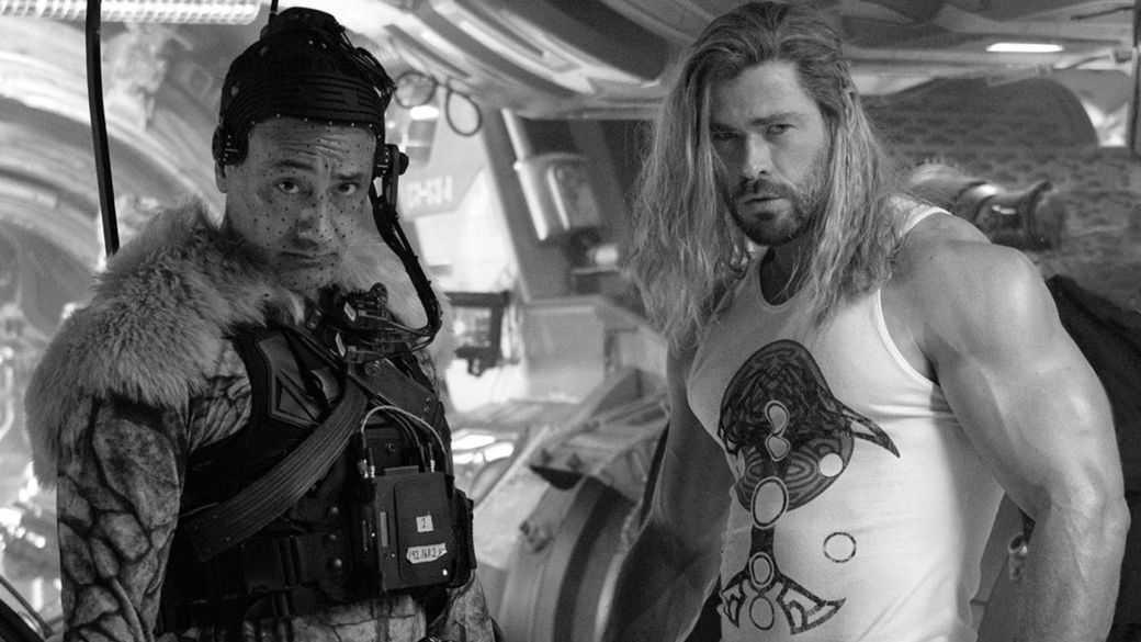 Thor 4 termine son tournage et Chris Hemsworth le célèbre avec son Thor le plus rock et musclé