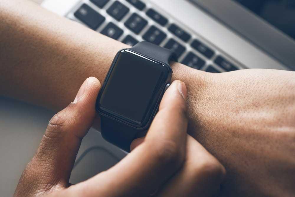 Des chercheurs étudient comment utiliser la peau humaine pour recharger des montres connectées