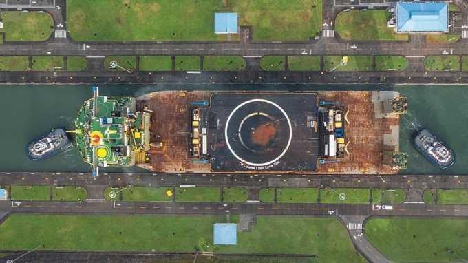 Spacex Drone Ferry Se Déplace De La Floride à La