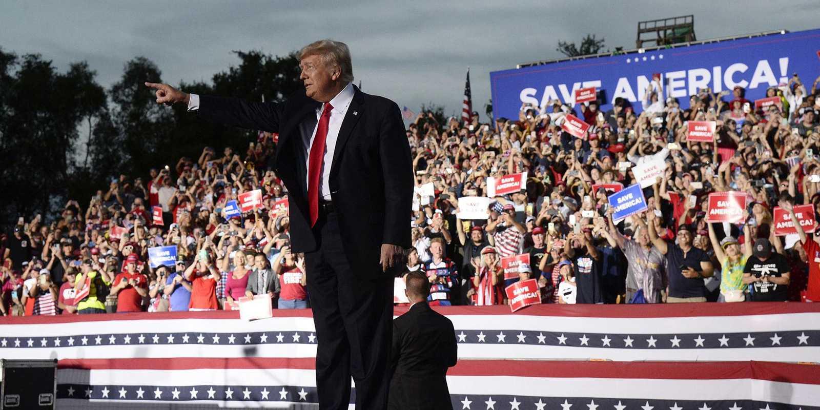Trump Poursuit Facebook, Twitter Et Google